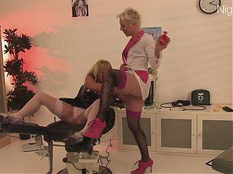 Anal Spass mit 2 Blondinen