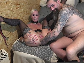 Mature blonde gets her asshole fisted
